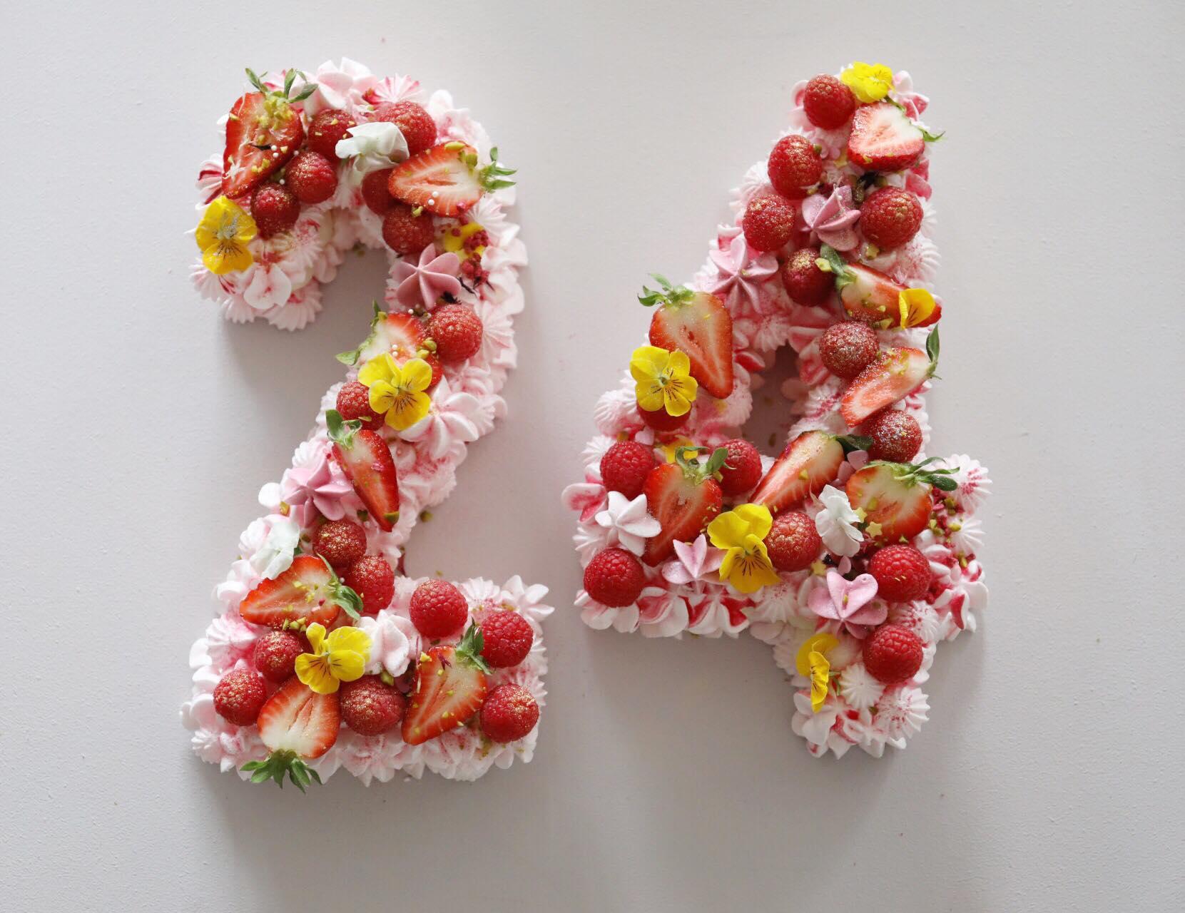 """Marengslagkage """"Number cake"""""""