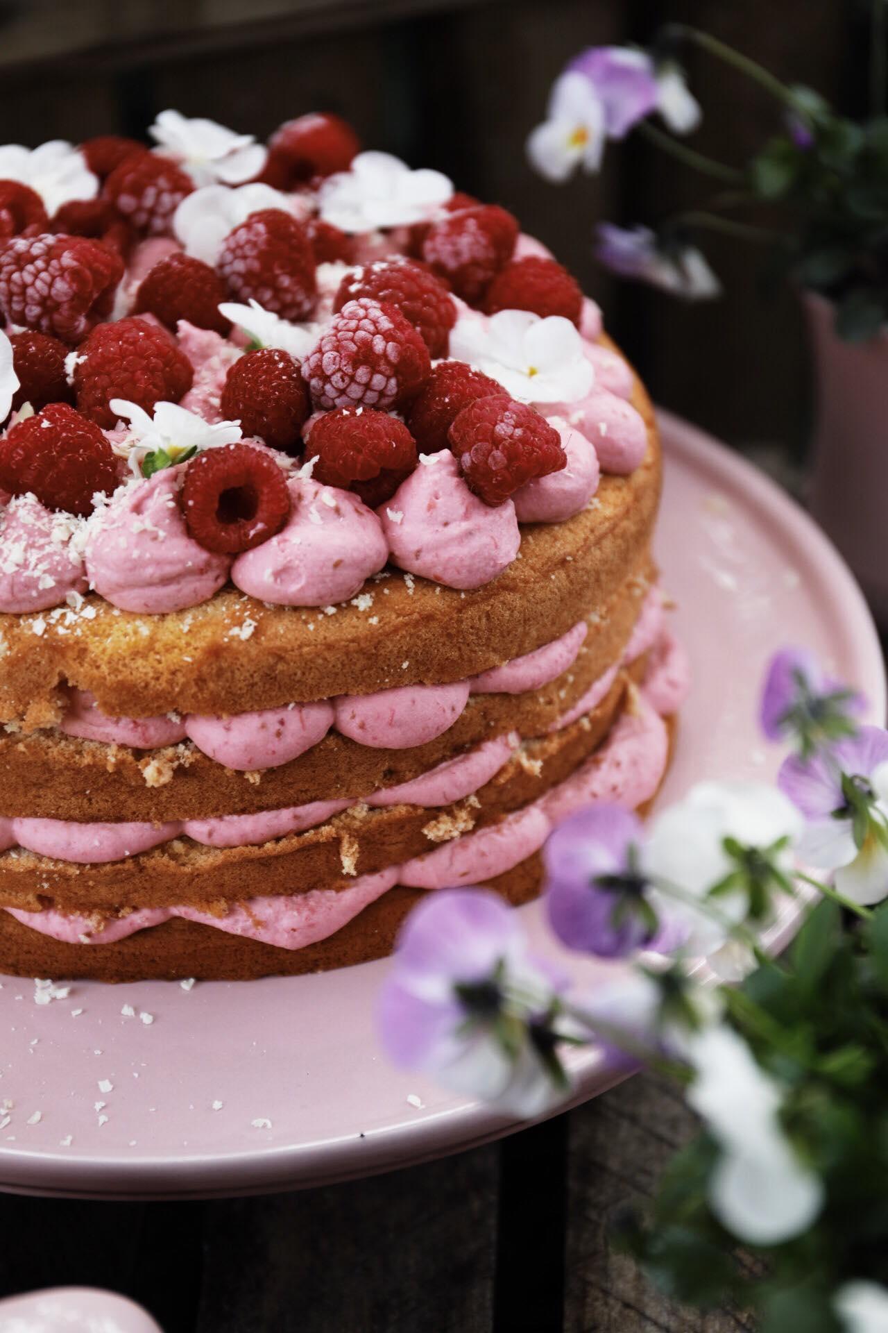 opskrift lagkage hindbær