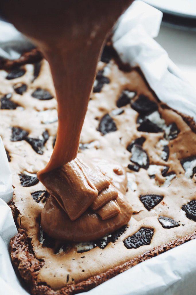 Brownie med Oreo og fudge
