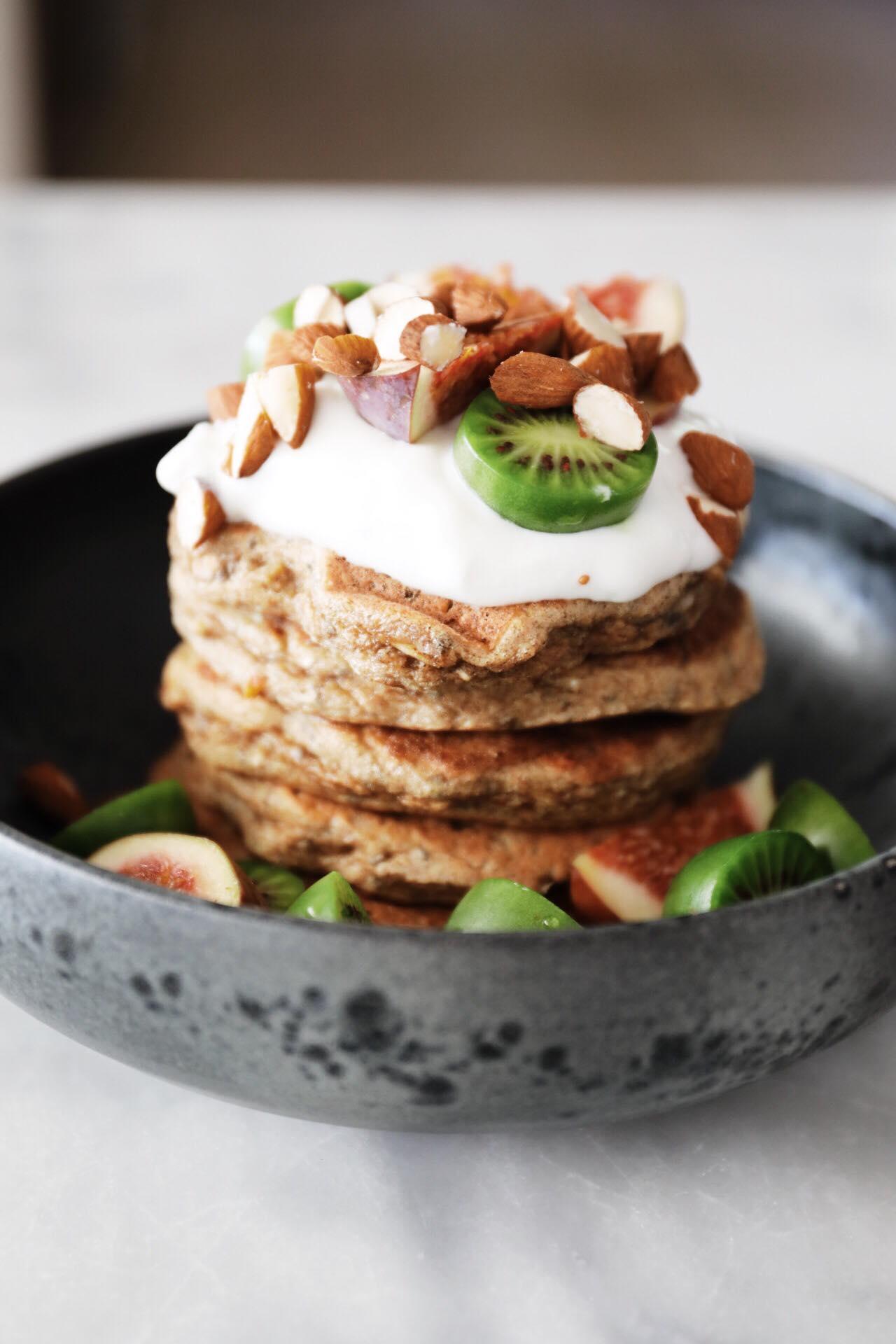 Sunde pandekager med banan og chiafrø