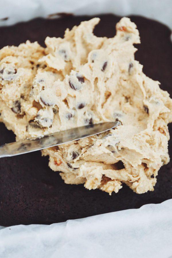 Fudgy brownie med cookie dough og ganache