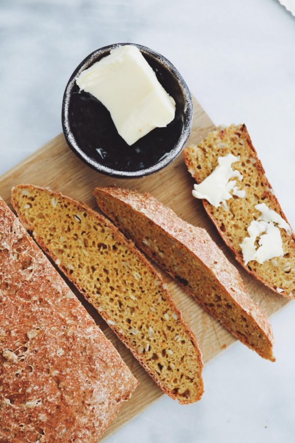 Koldhævet brød med gulerod og rødbede