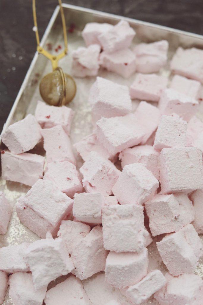 Hjemmelavede skumfiduser med hindbær