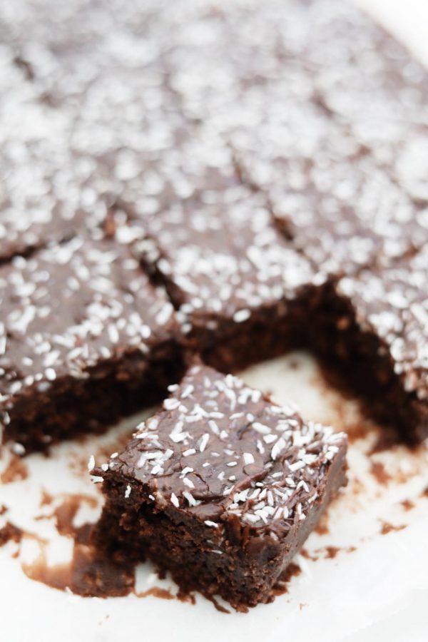 Chokoladekage med kokos og kaffeglasur