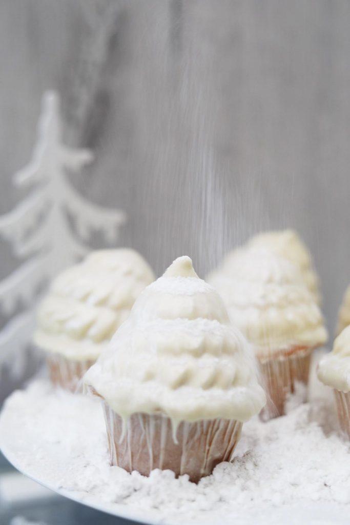 Frederikke WæreFlødebolle cupcakes med marcipan, kirsebær og hvid chokolade