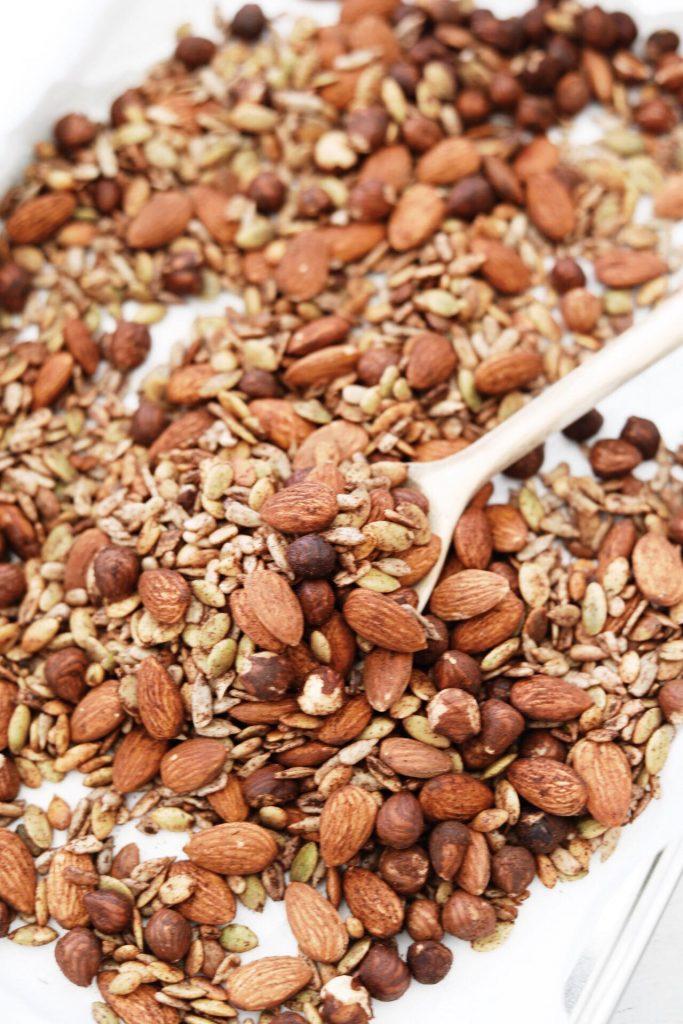 Granola med nødder, kerner, kanel og vanilje