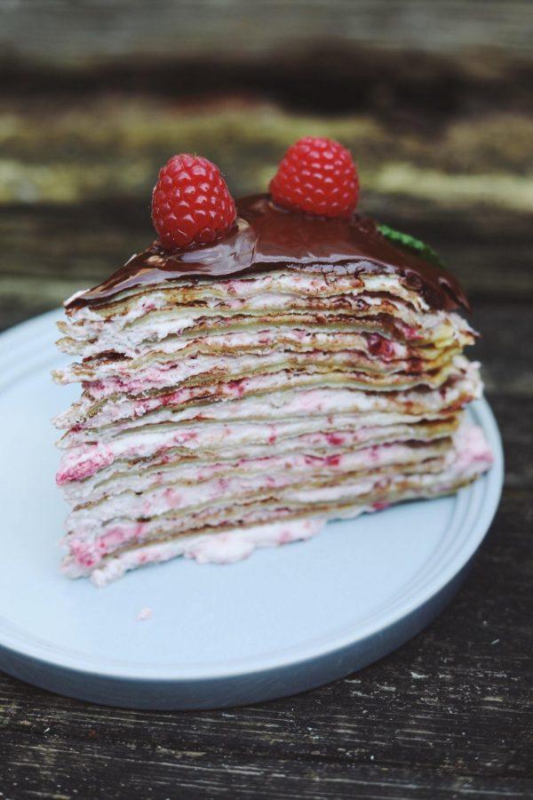 Pandekage lagkage med hindbærskum og chokolade