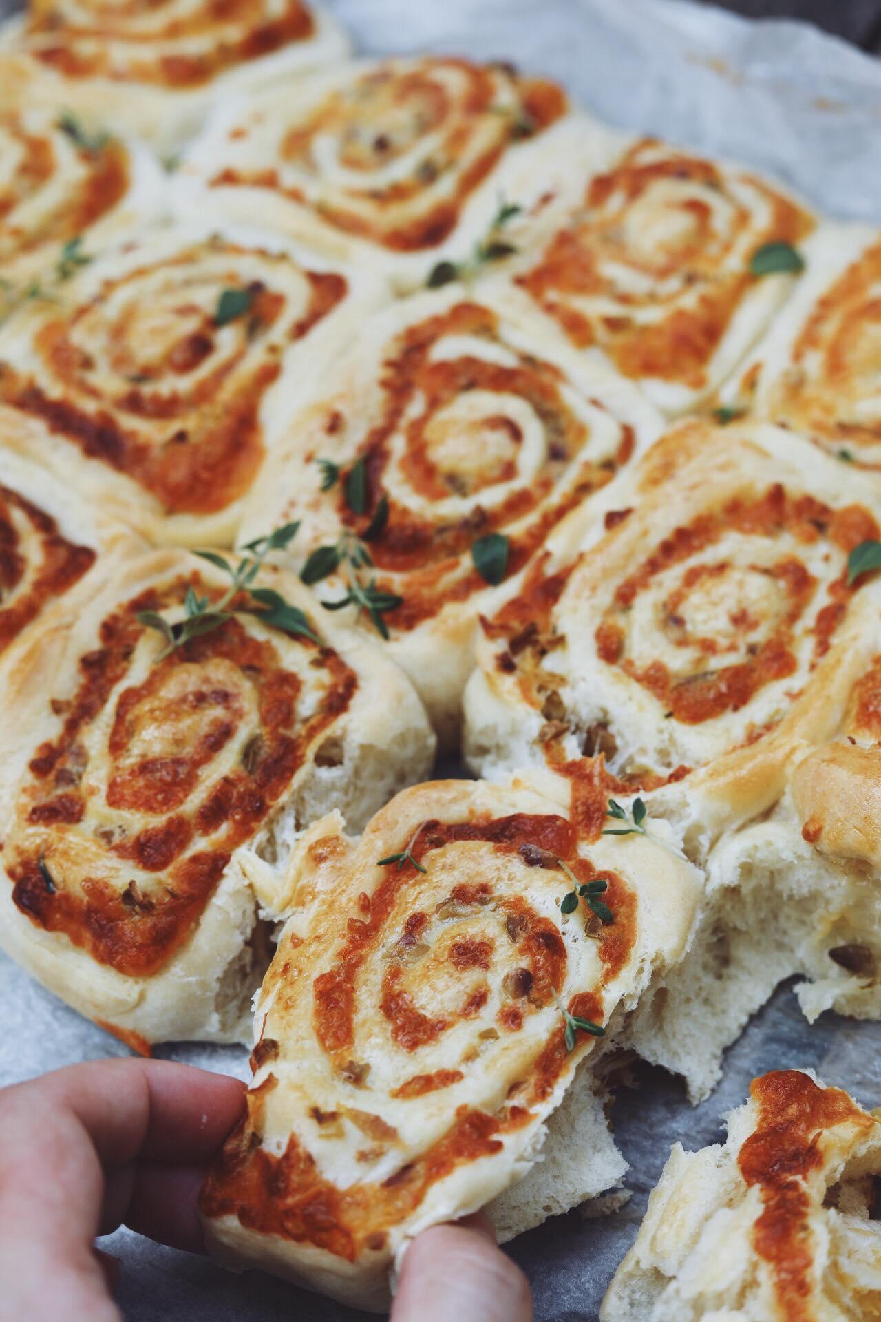 Snegle med ost, oliven og timian
