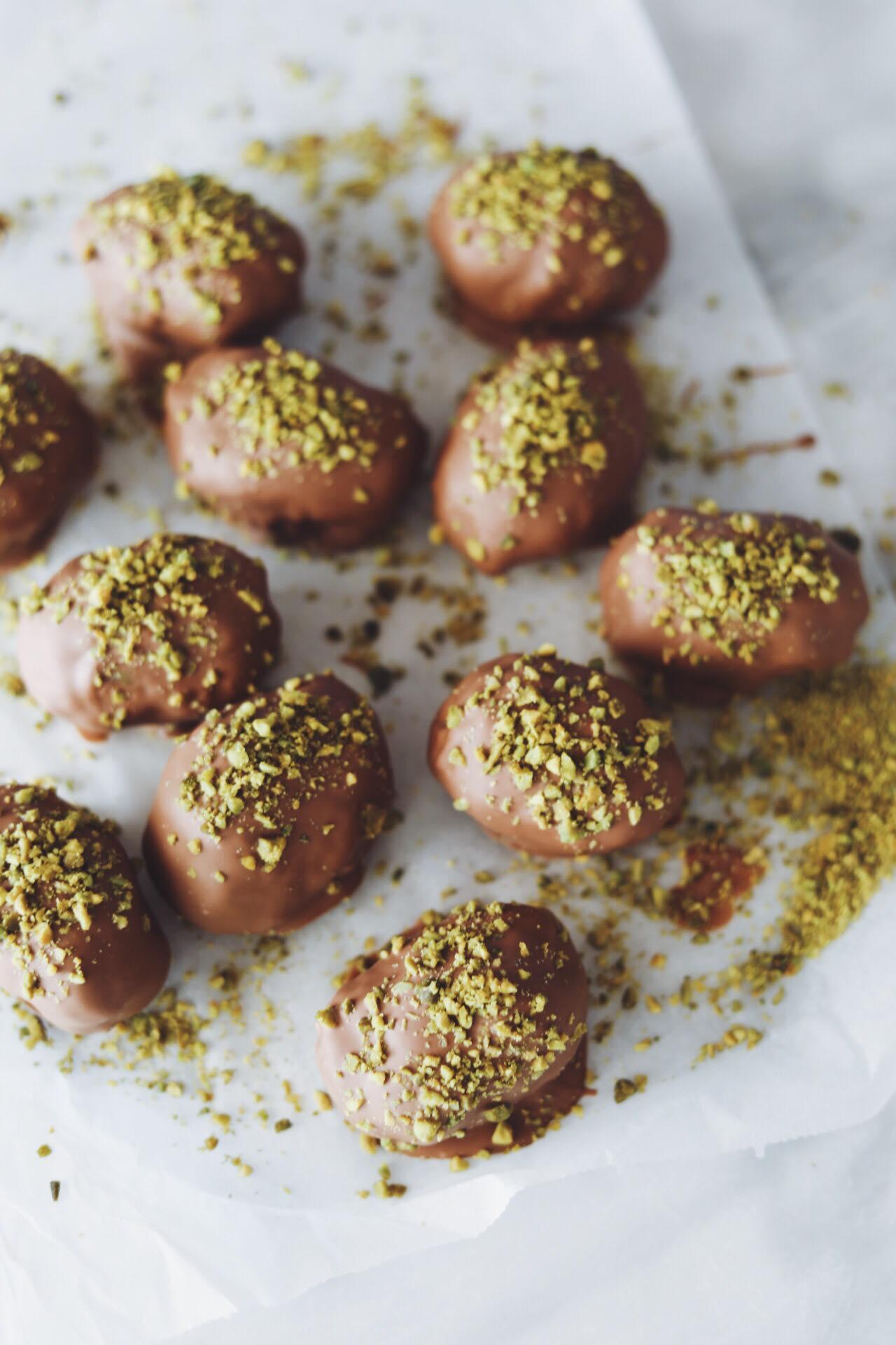 Påskeæg med pistacie, nougat og marcipan