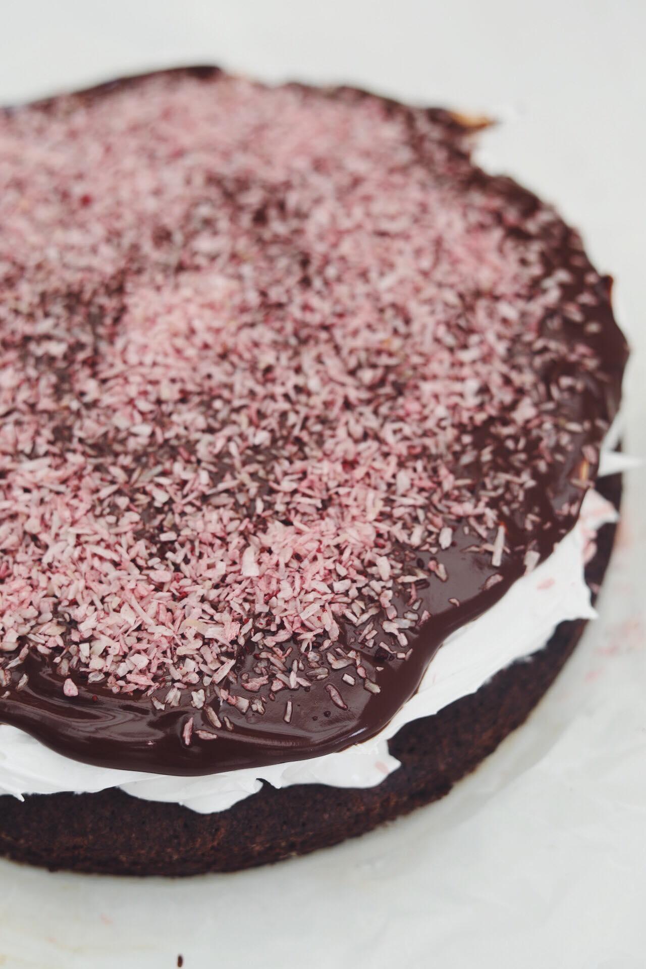 Svensk kladdkaka med flødebolleskum og solbær-kokos