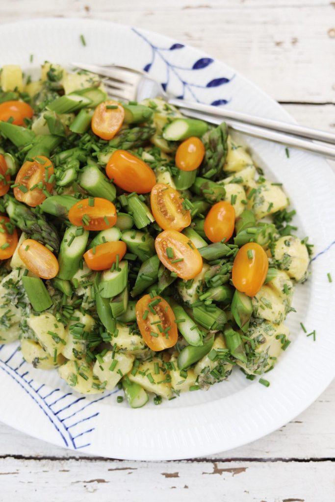 Grøn kartoffelsalat med krydderurter