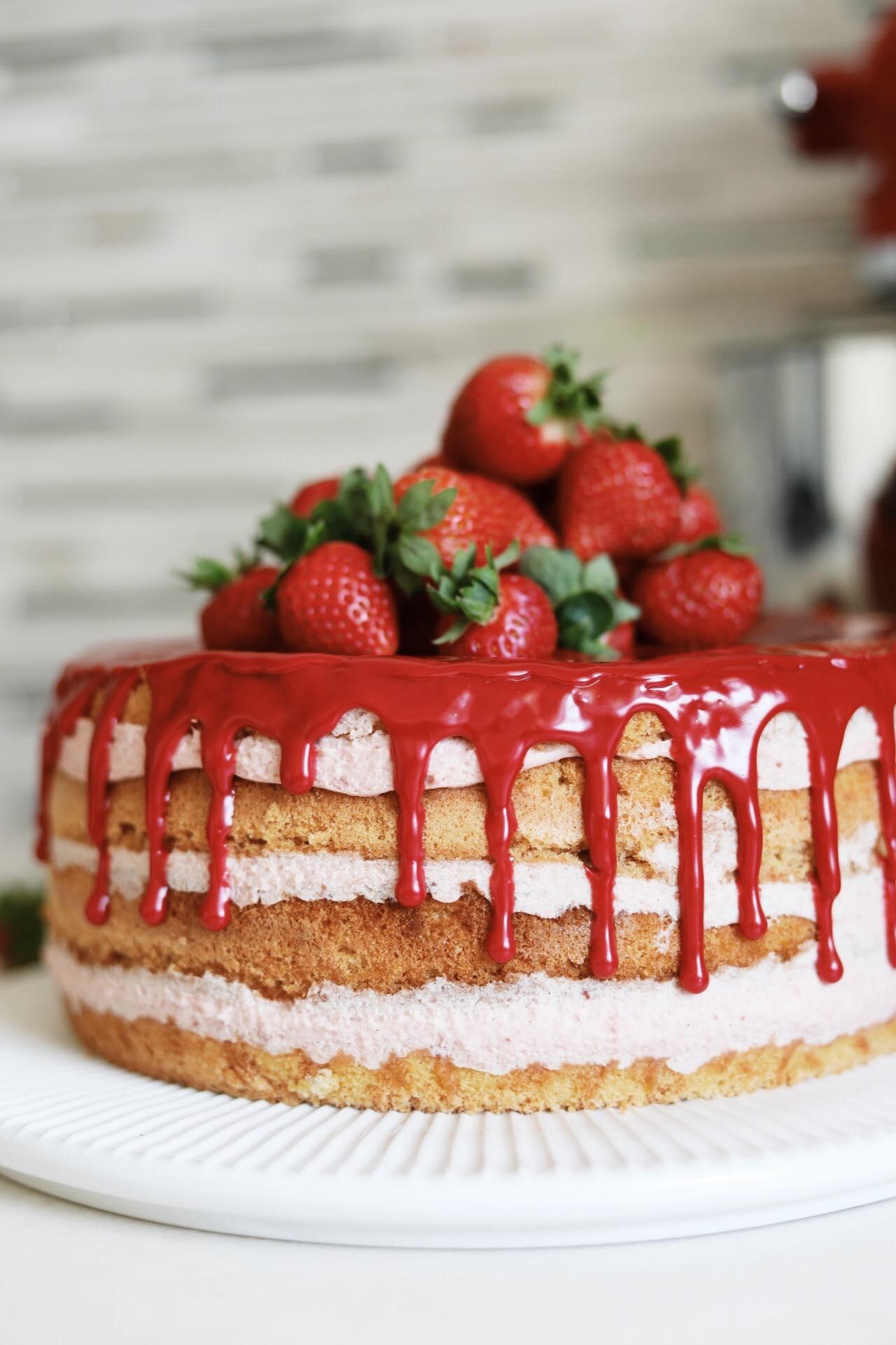 Lagkage med jordbær-rabarbermousse