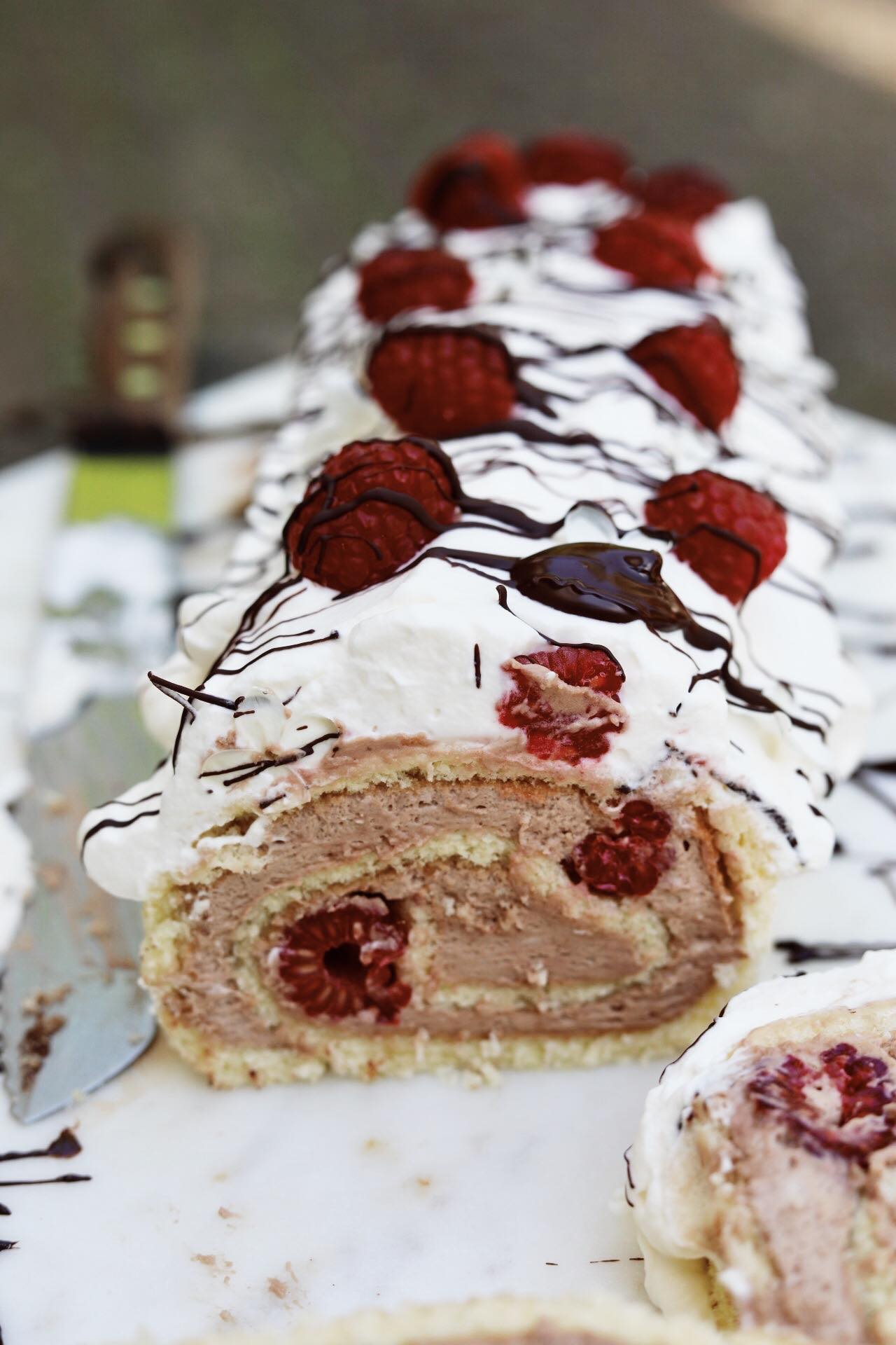 Roulade med chokoladecreme og hindbær