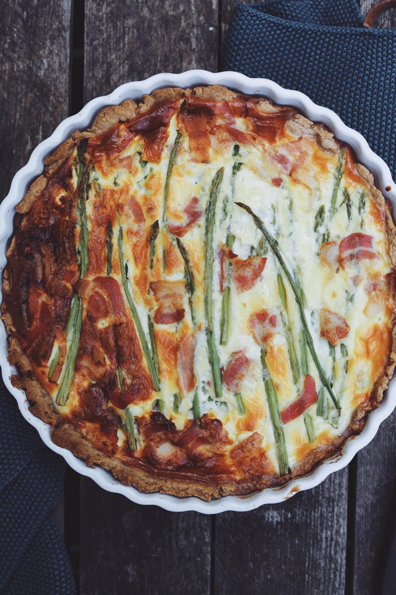 Tærte med asparges og bacon