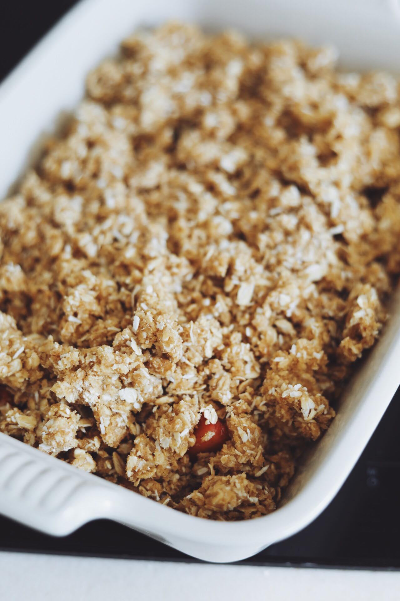 Crumble med rabarber og jordbær