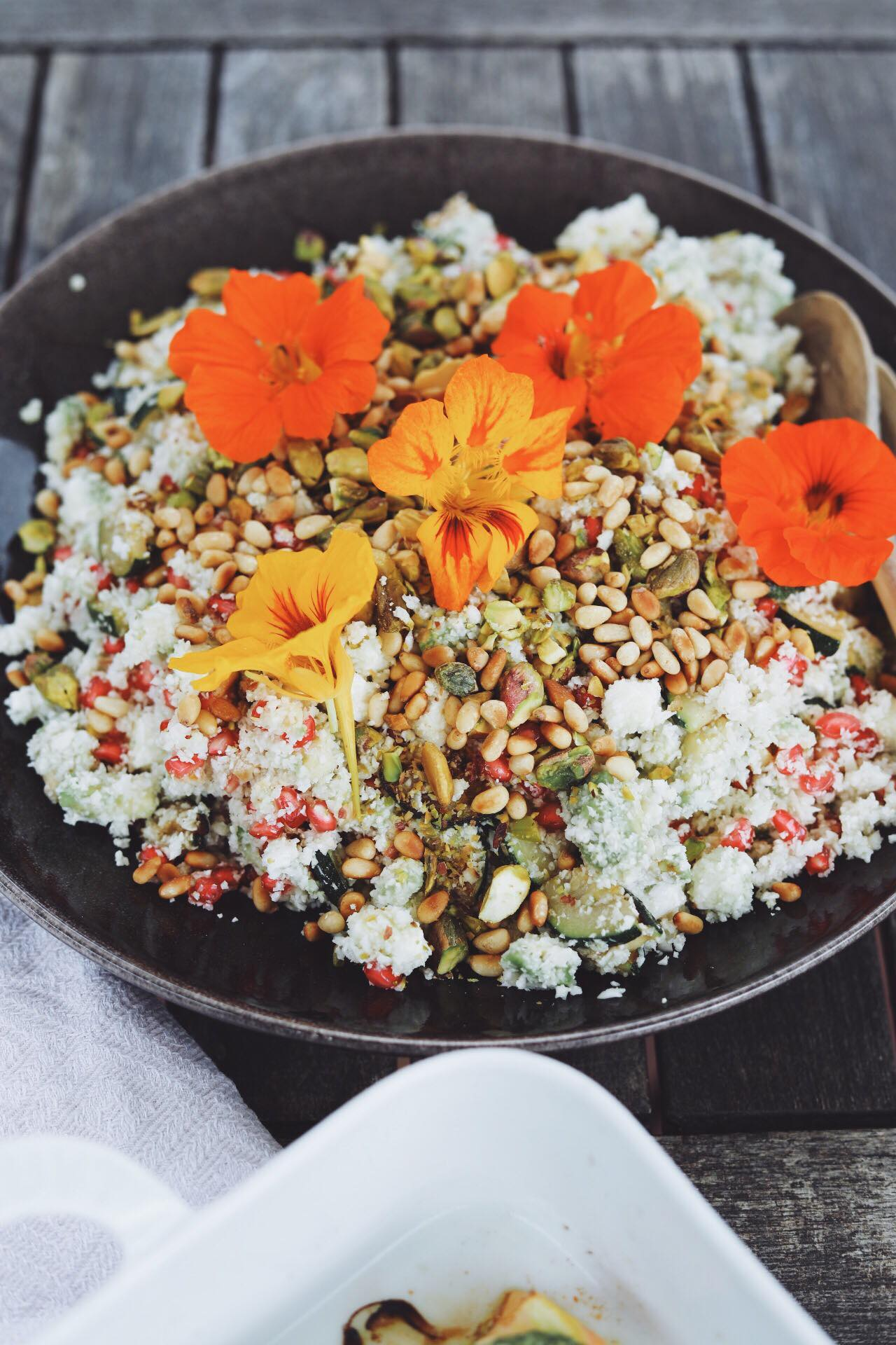 Bagt laks med pesto og blomkålscouscous