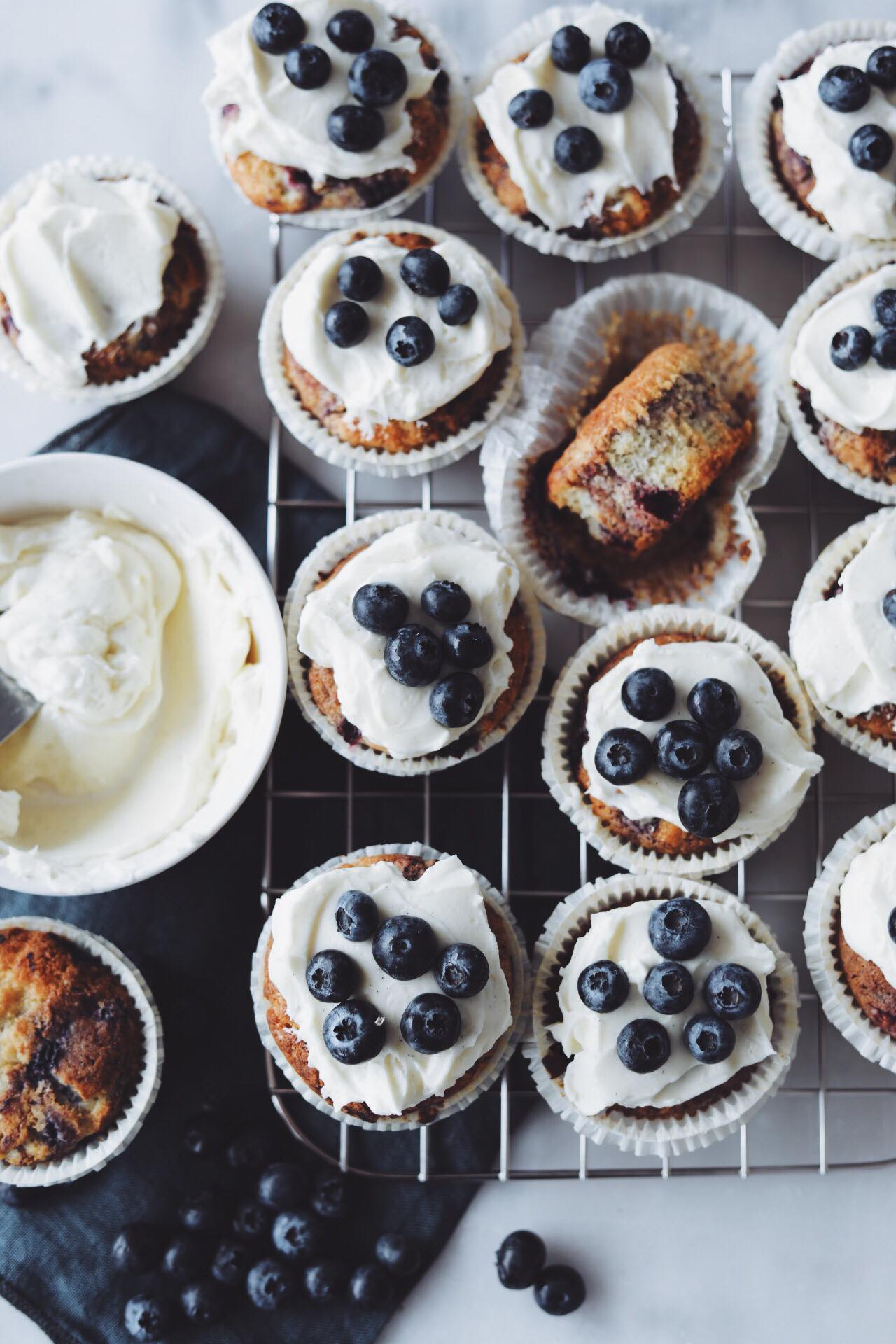 Blåbærmuffins med cream cheese frosting