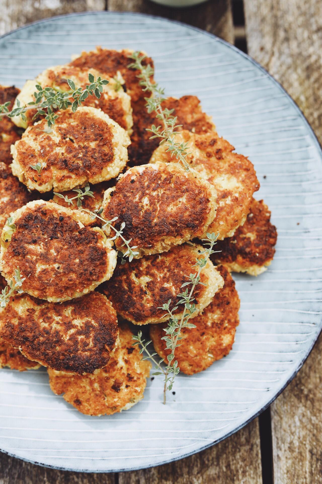 Grøntsagsdeller med blomkål og kikærter