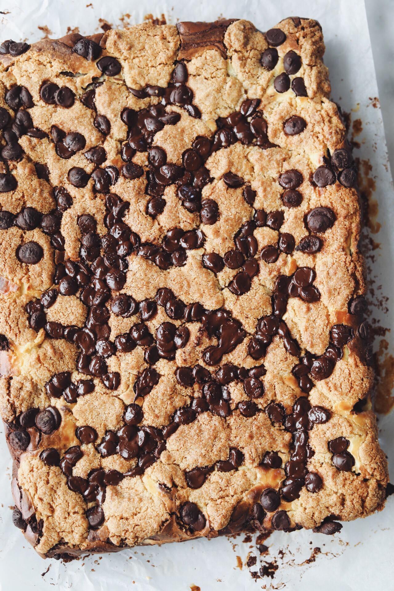 Brownie med cheesecake og cookie dough