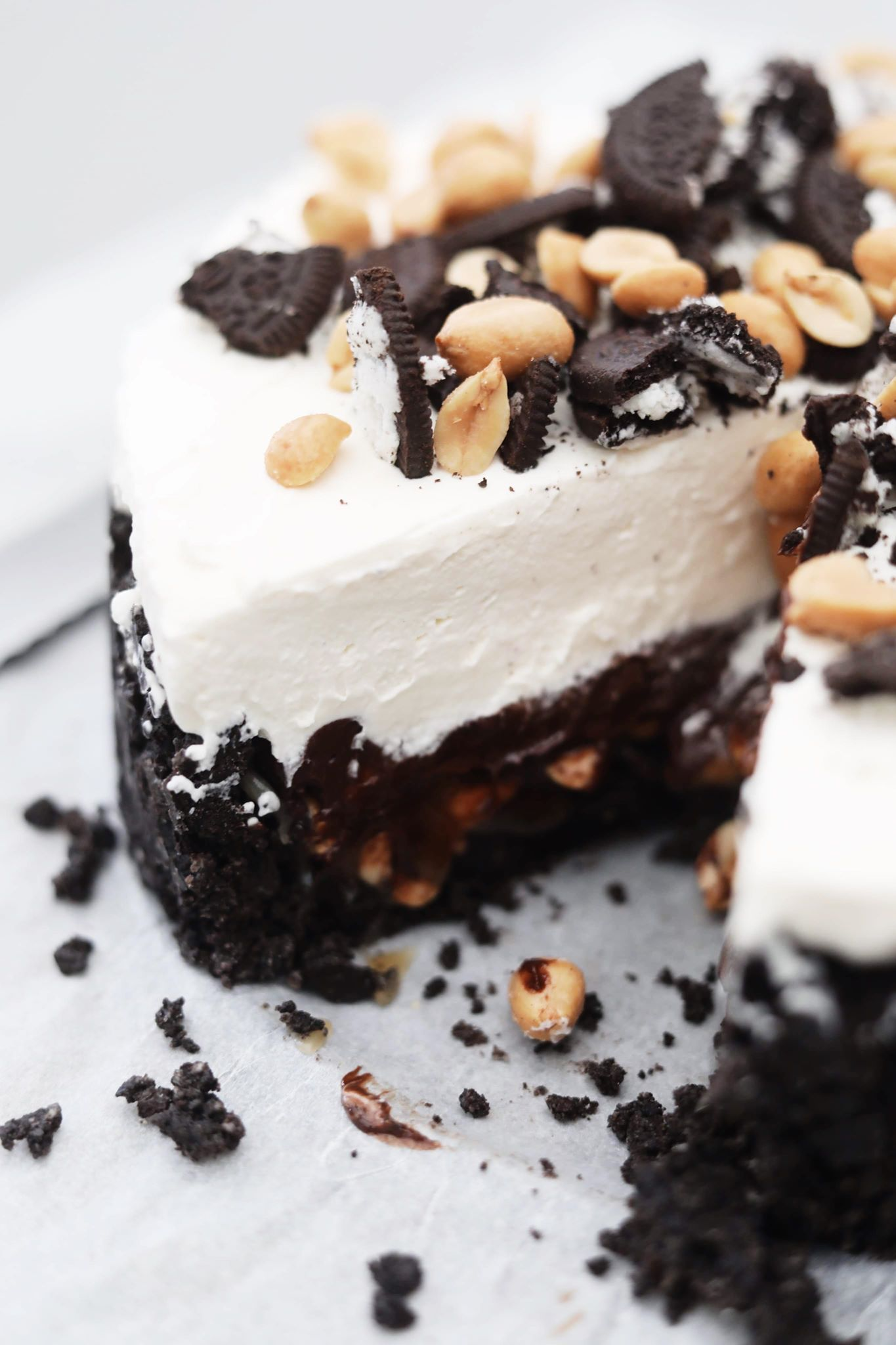 Cheesecake med Oreo, karamel og peanuts