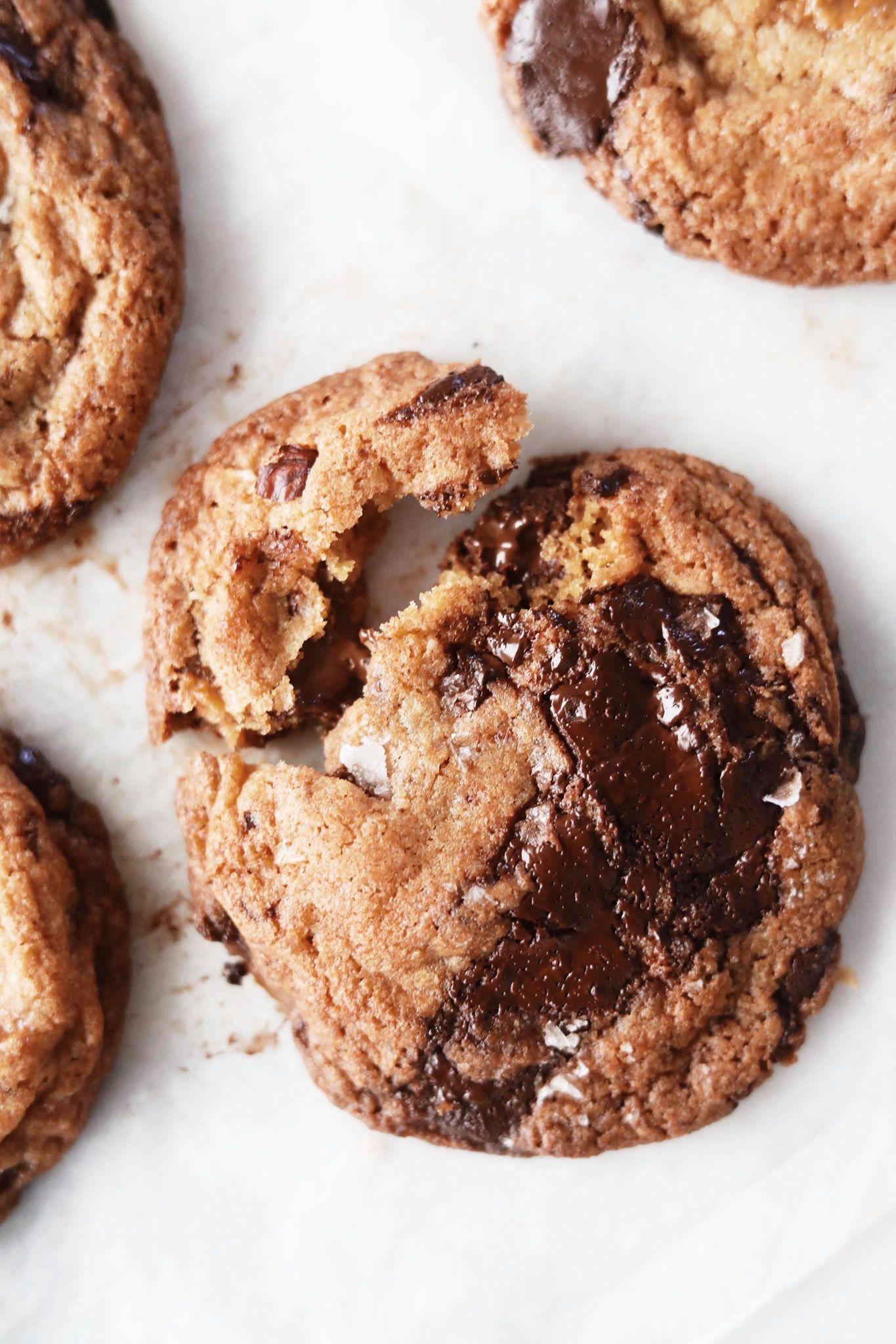 Fredagshygge- Chocolate chunk cookies med nødder og karamel