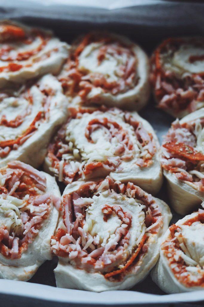 Pizzasnegle med skinke og pepperoni
