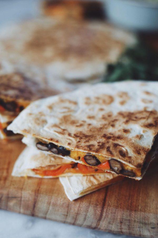 Quesadillas med bønner og cheddar