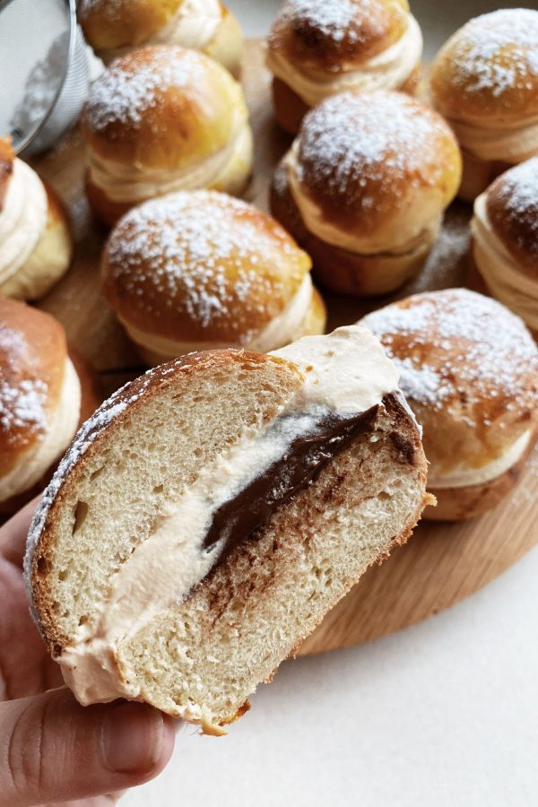 Fastelavnsboller med nutella og karamelflødeskum