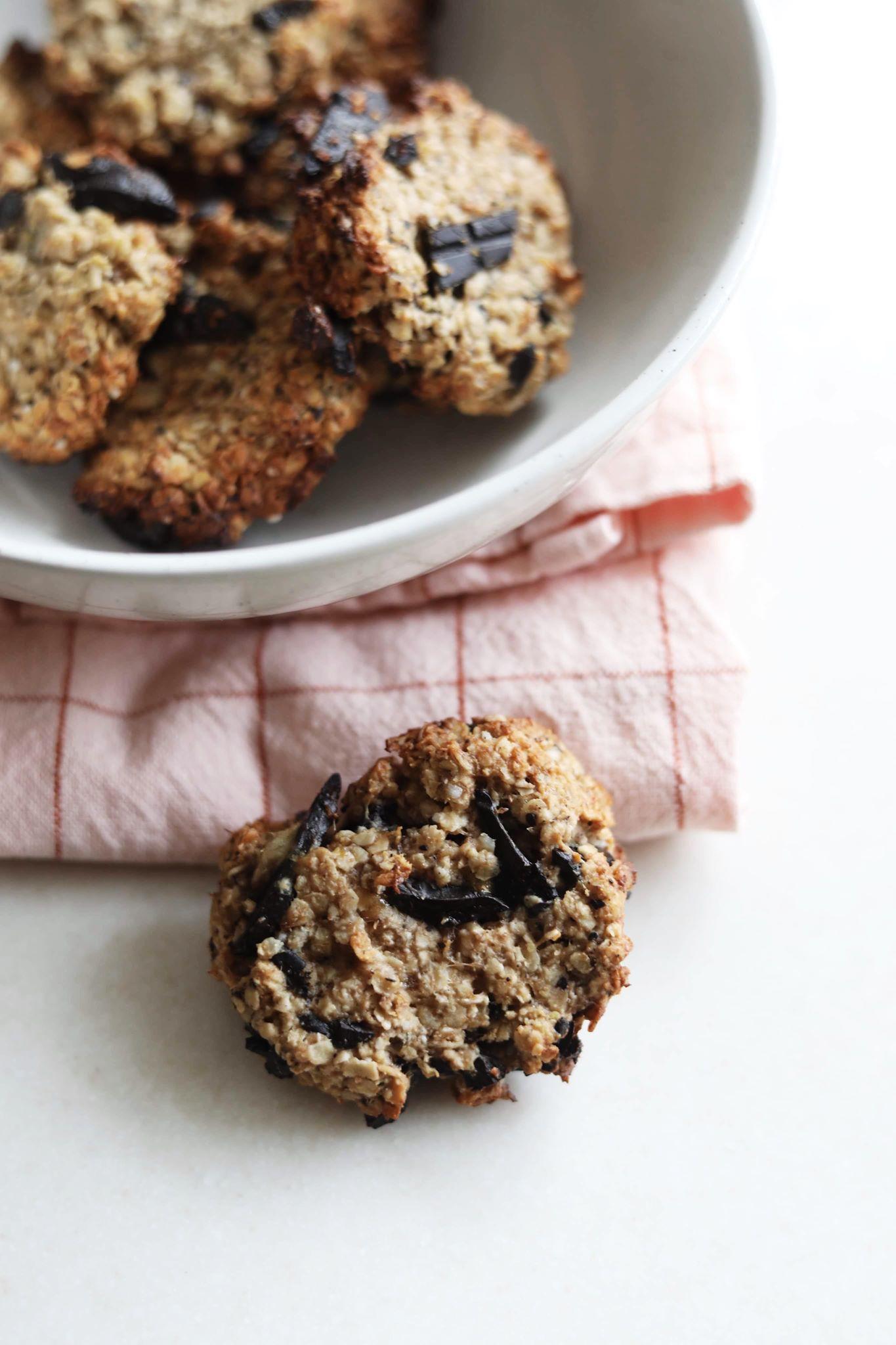 Sundere cookies med banan og mørk chokolade