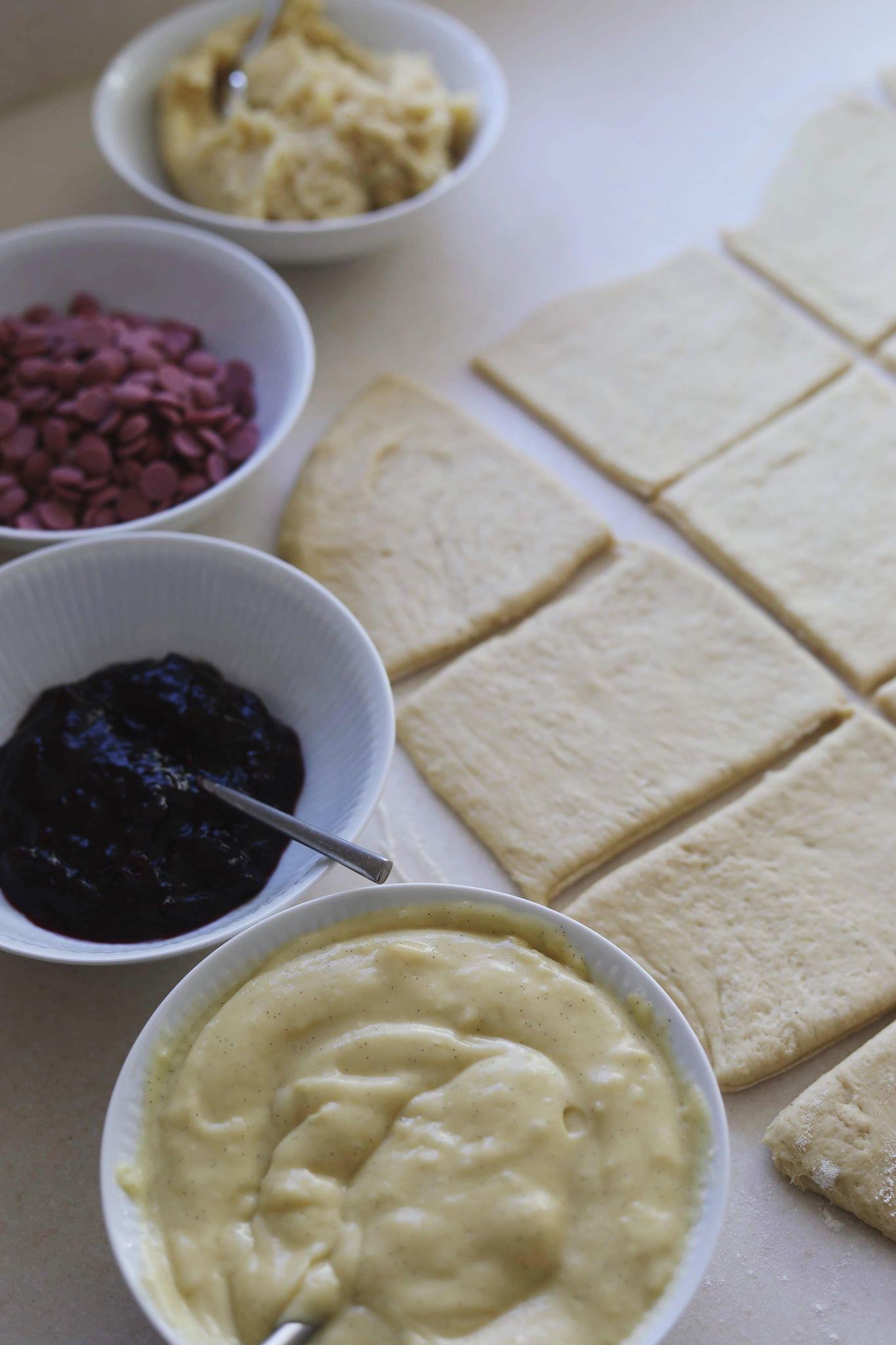 Luksus fastelavnsboller med solbær, remonce, creme og chokolade