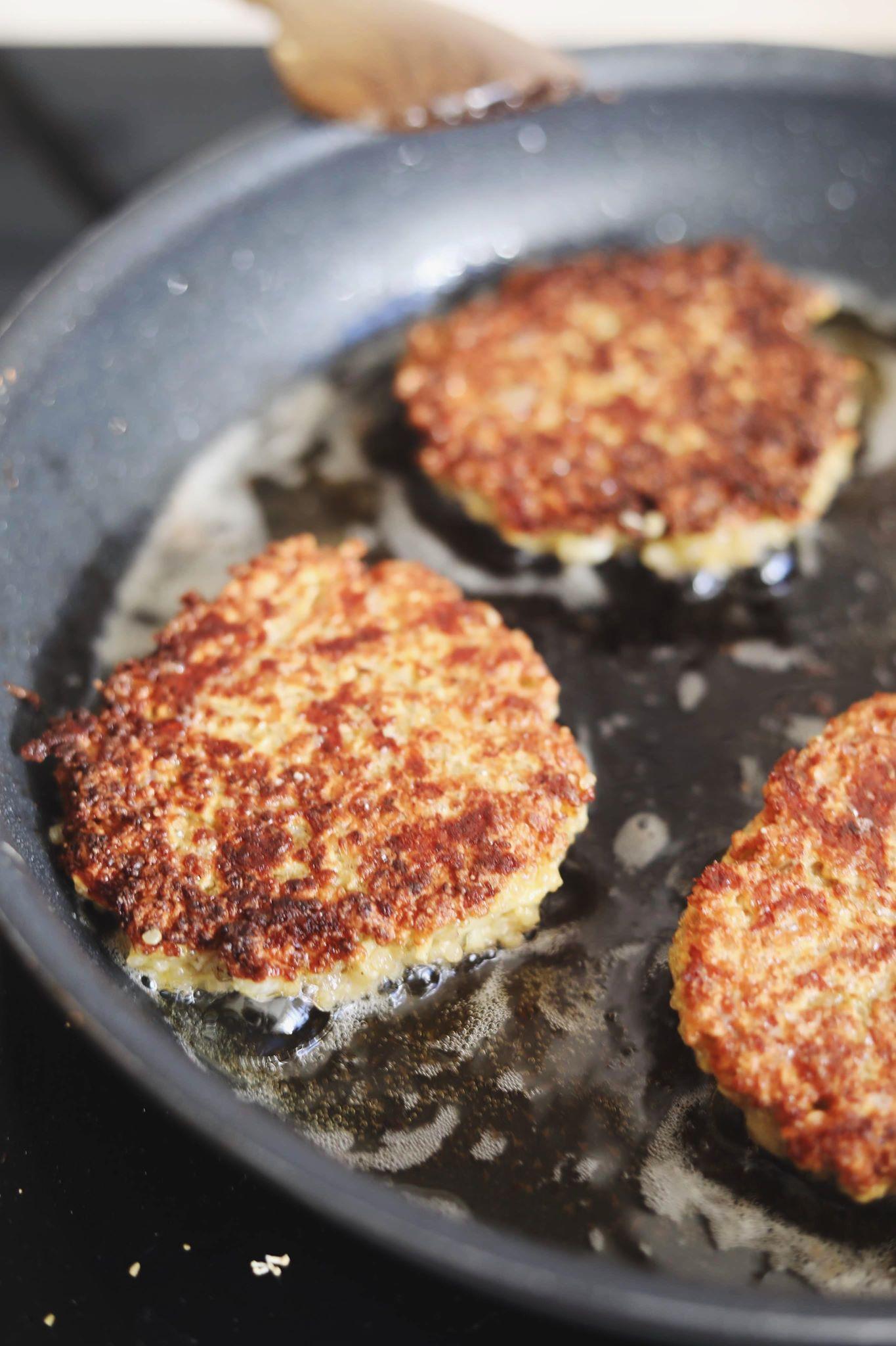 Vegetar burger med quinoabøf og fetacreme