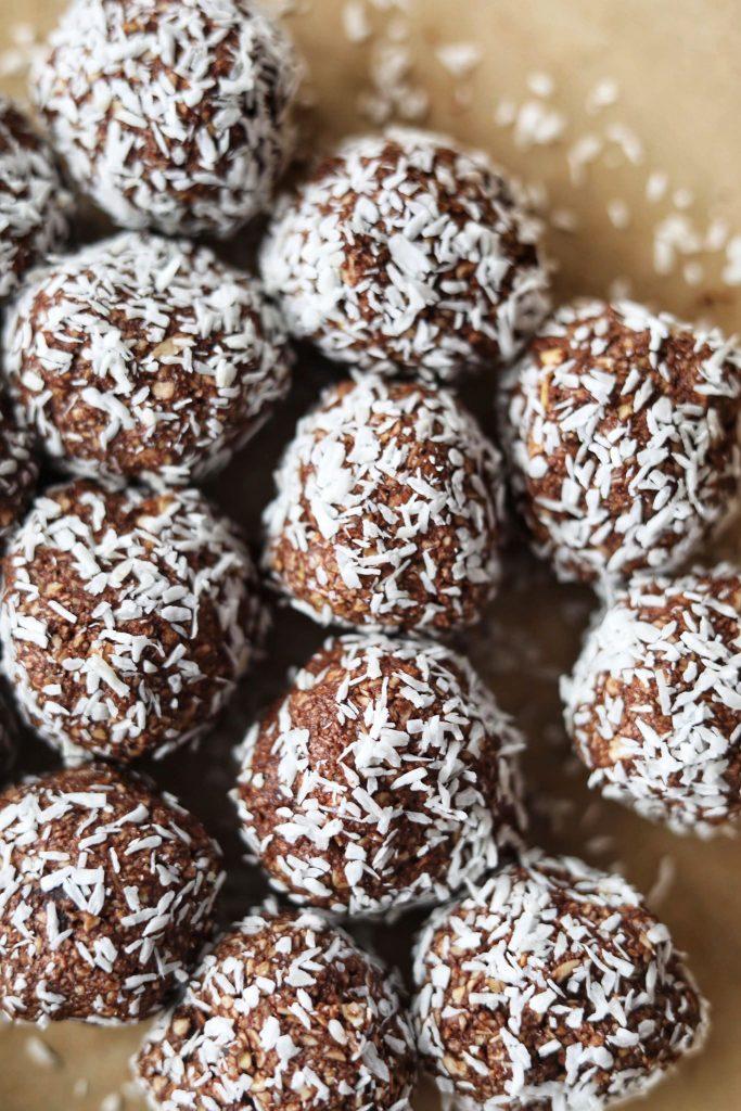 Svenske chokoladeboller (havregrynskulger) med karamel