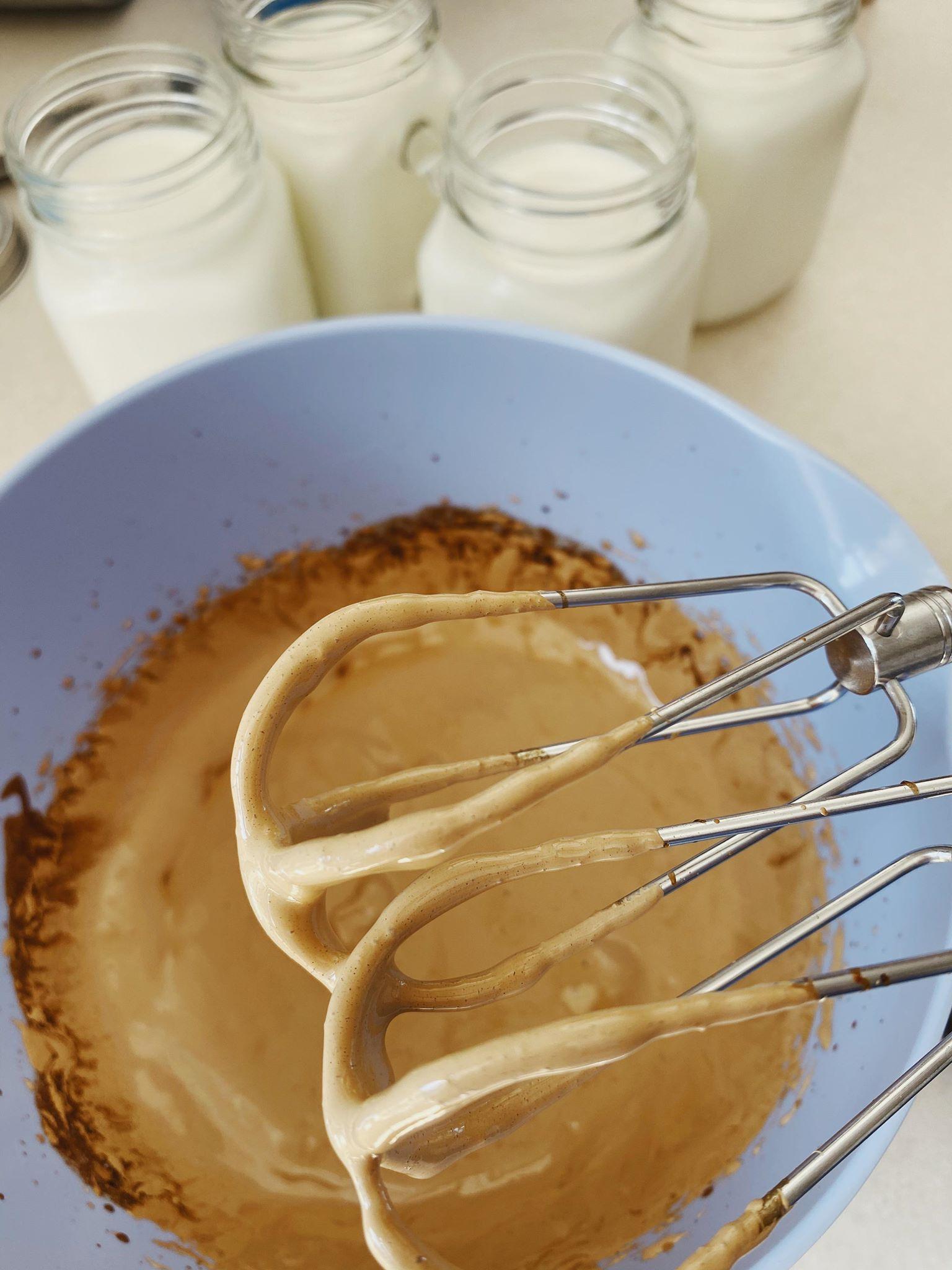 Dalgona kaffe (iskaffe med kaffeskum)
