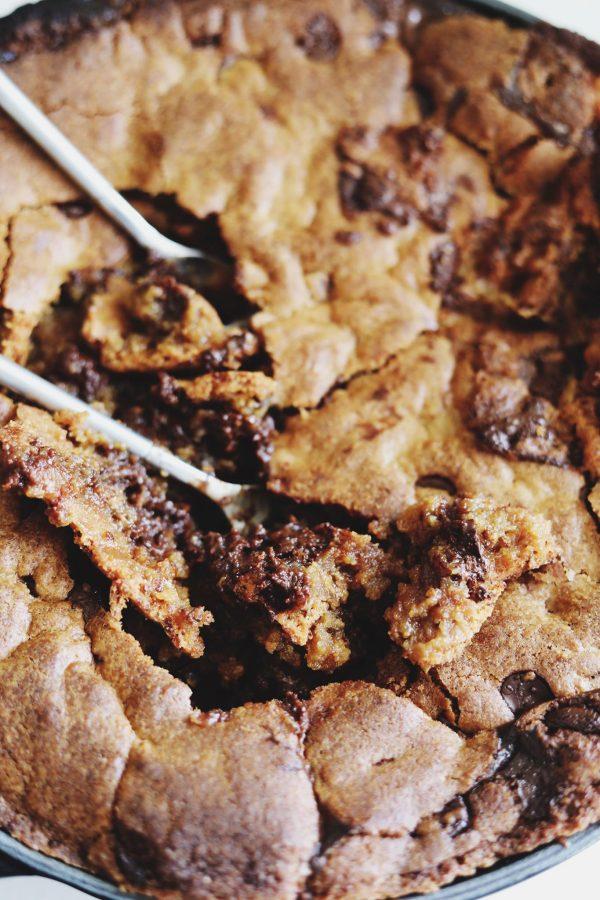 Kæmpe cookiekage med karamel