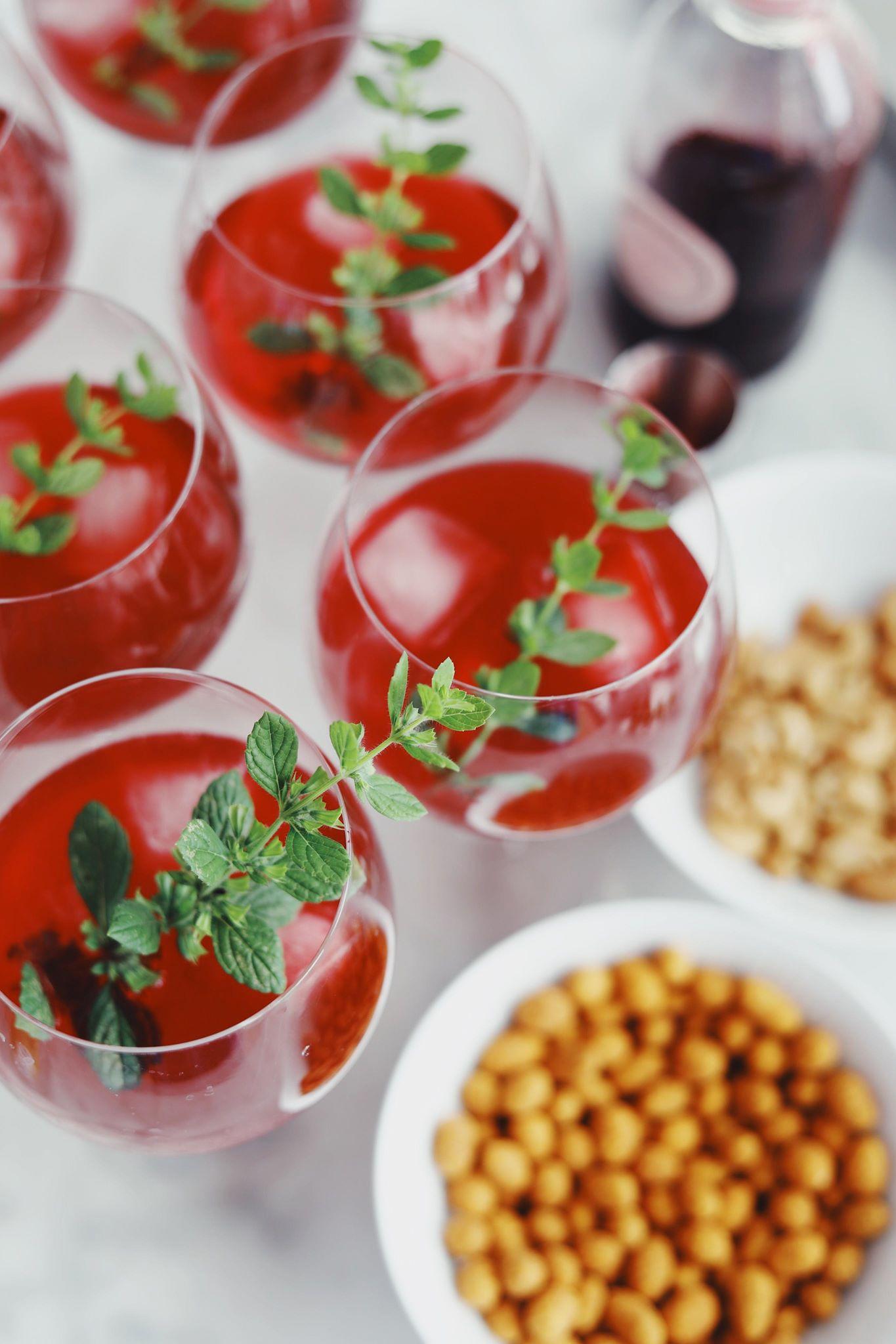 Gin og tonic med solbær