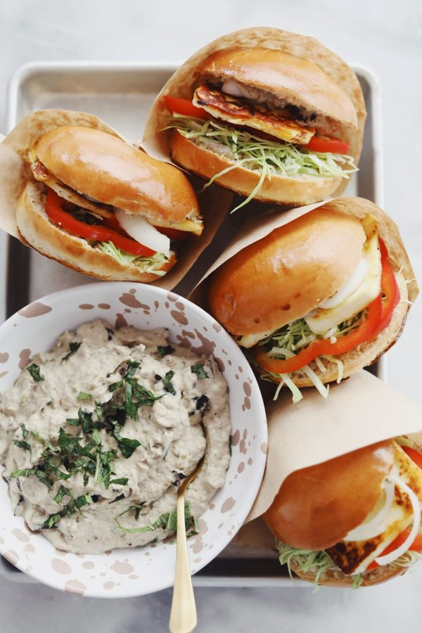 Halloumi burger med baba ganoush