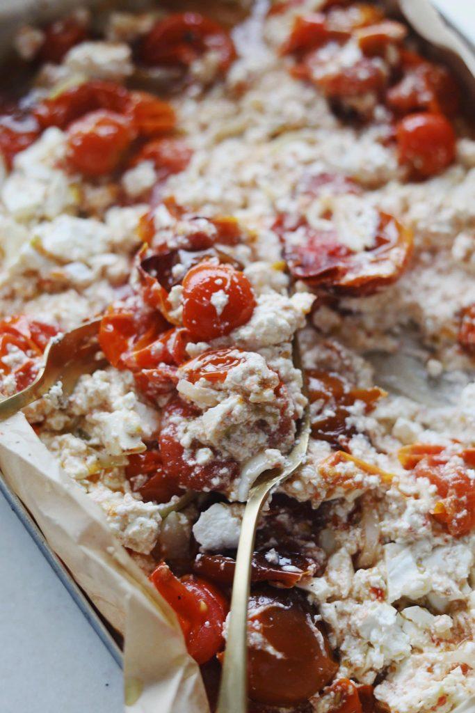 Bagt feta med tomater og pasta