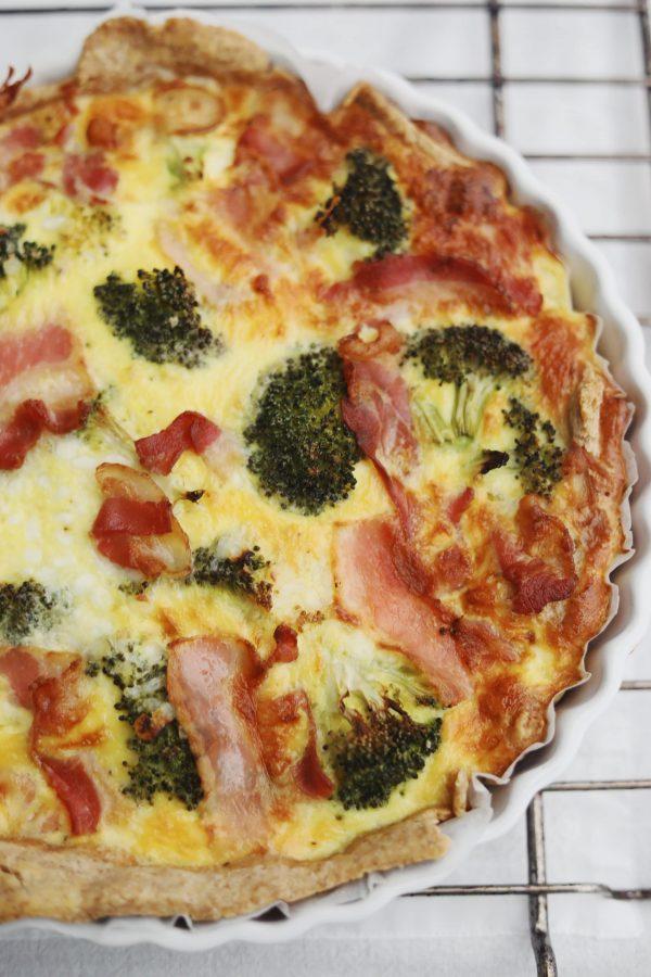 Broccolitærte med bacon og hytteost