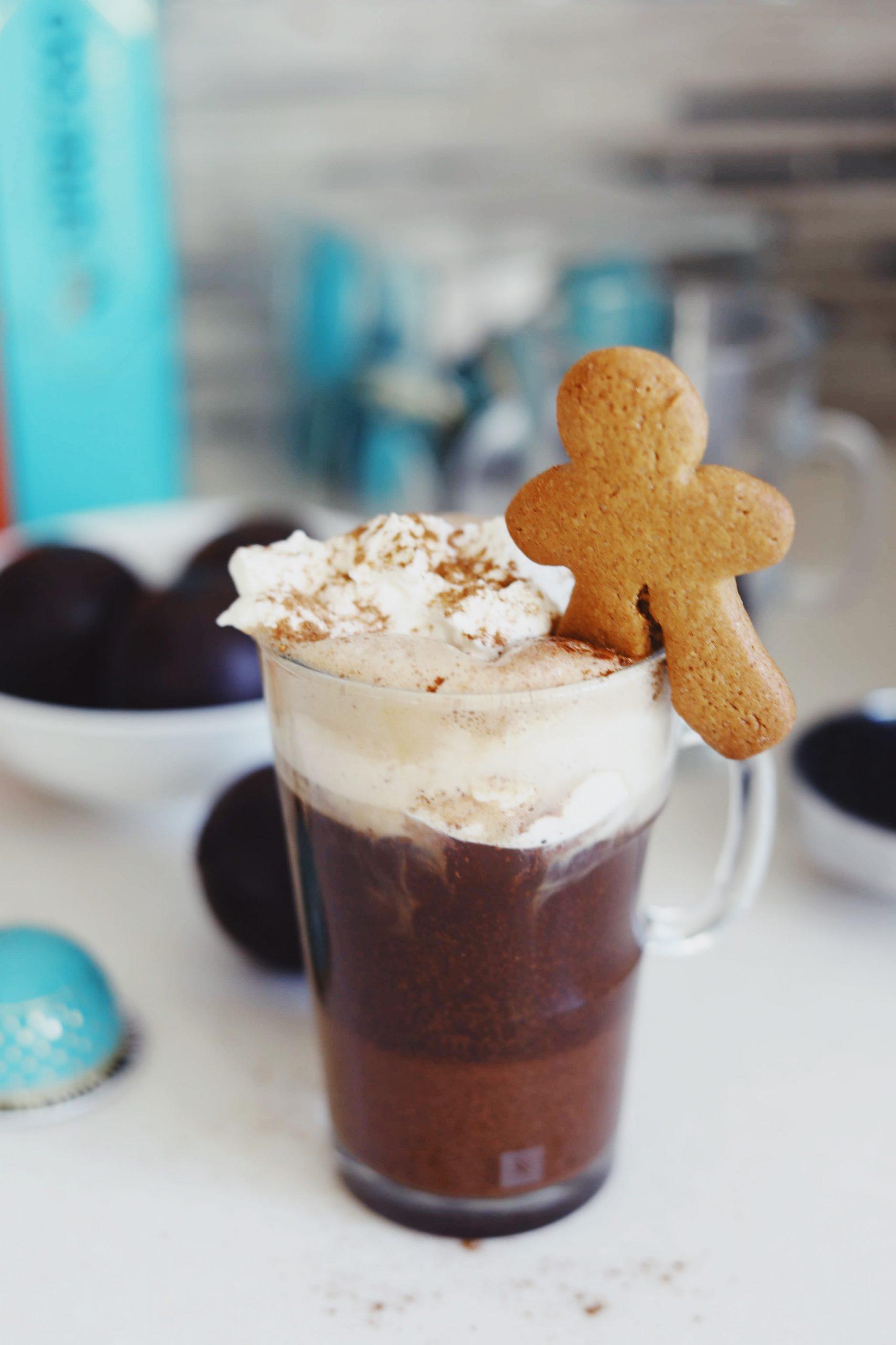 Julekrydret kaffedrik med brunkagesmag
