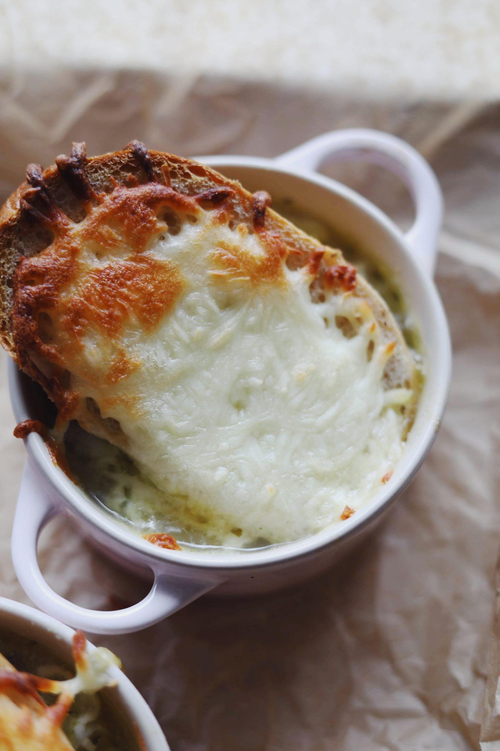 Fransk løgsuppe med ostebrød