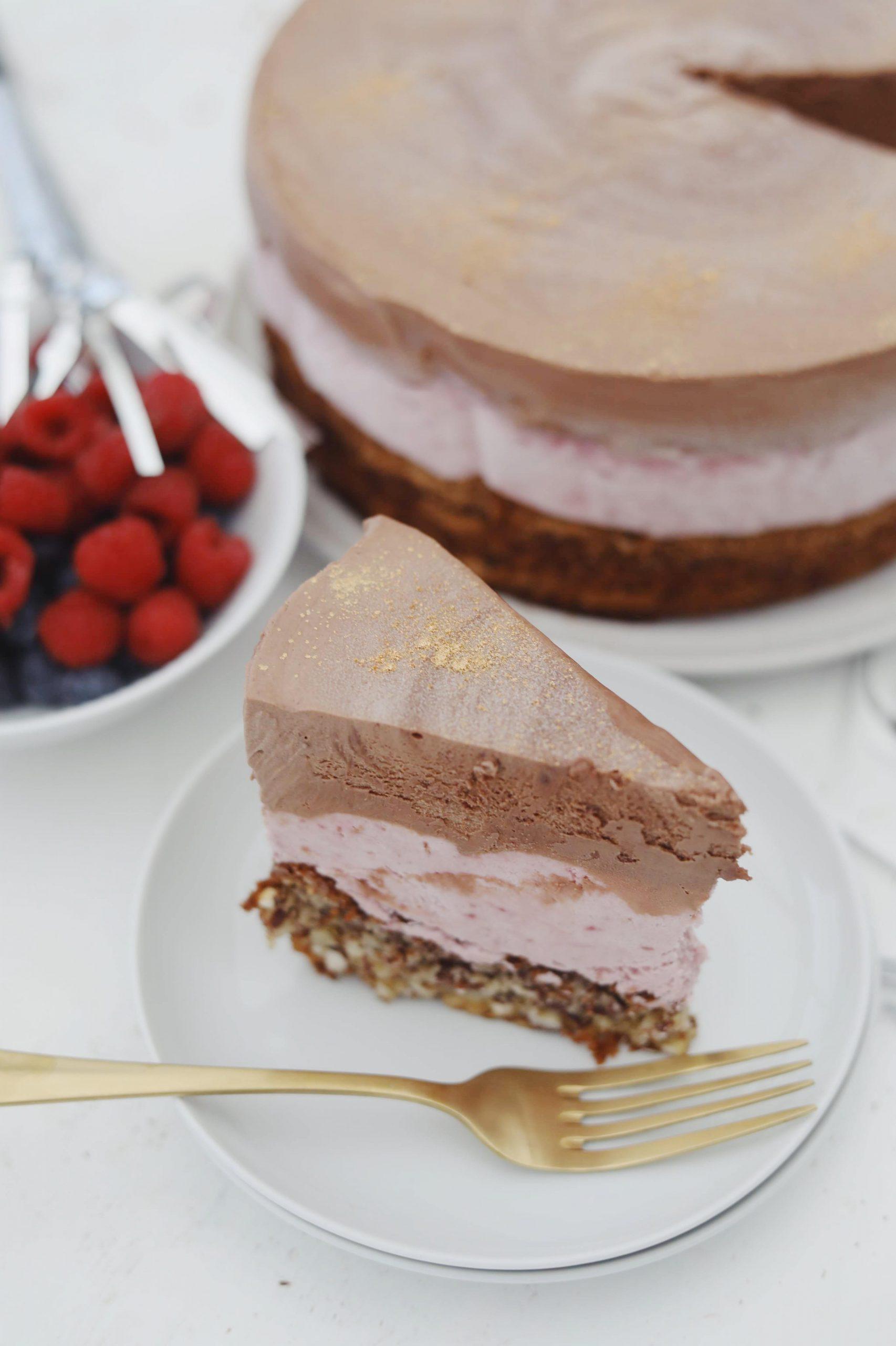 Islagkage med hindbær og chokolade
