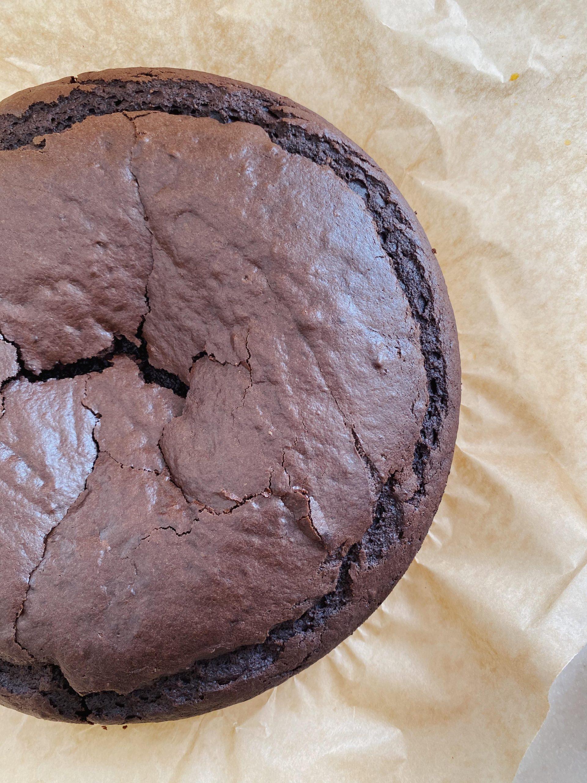 Vegansk chokoladekage med frosting