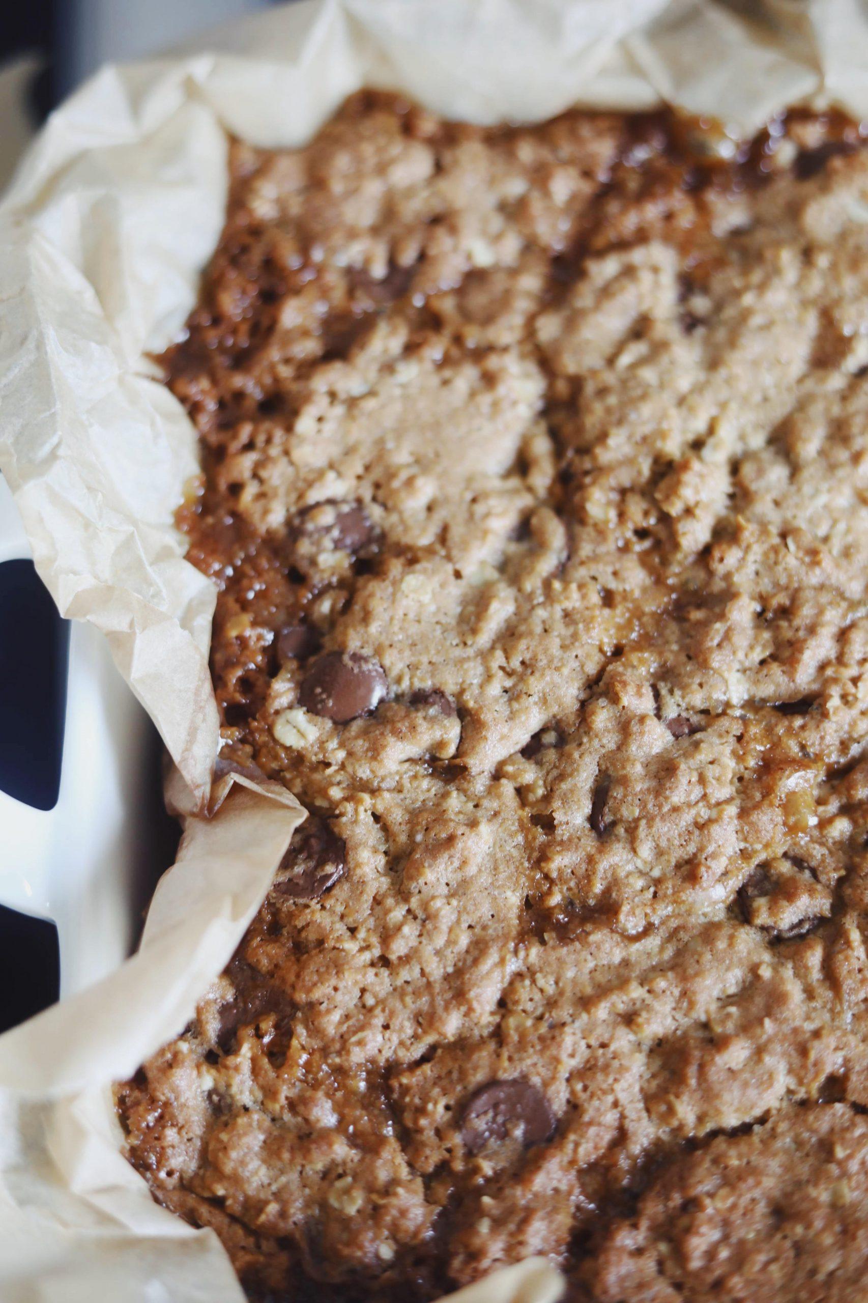 Havregrynsbarer med chokolade og karamel