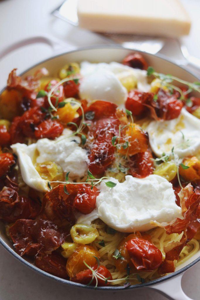 Pasta med parmaskinke, bagte tomater og burrata