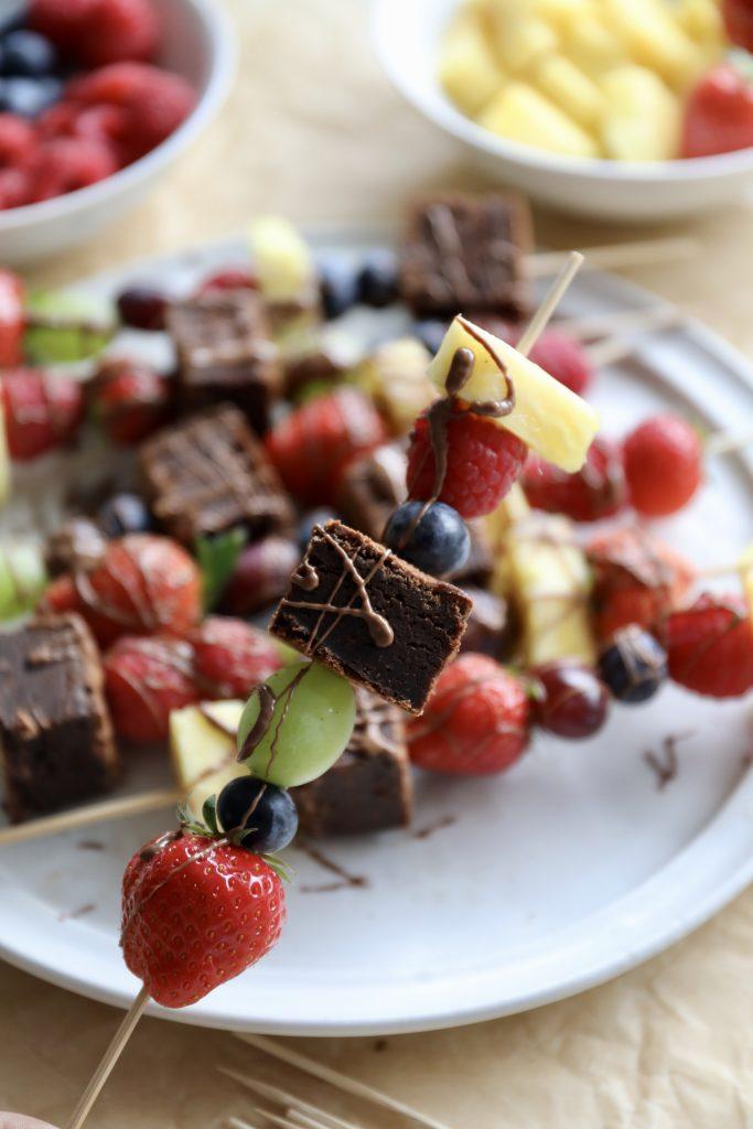 Frugtspyd med brownie
