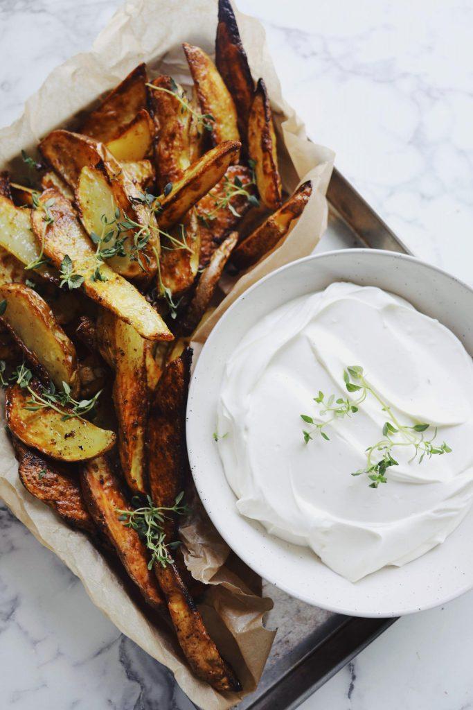 Fetadip med ovnbagte kartofler