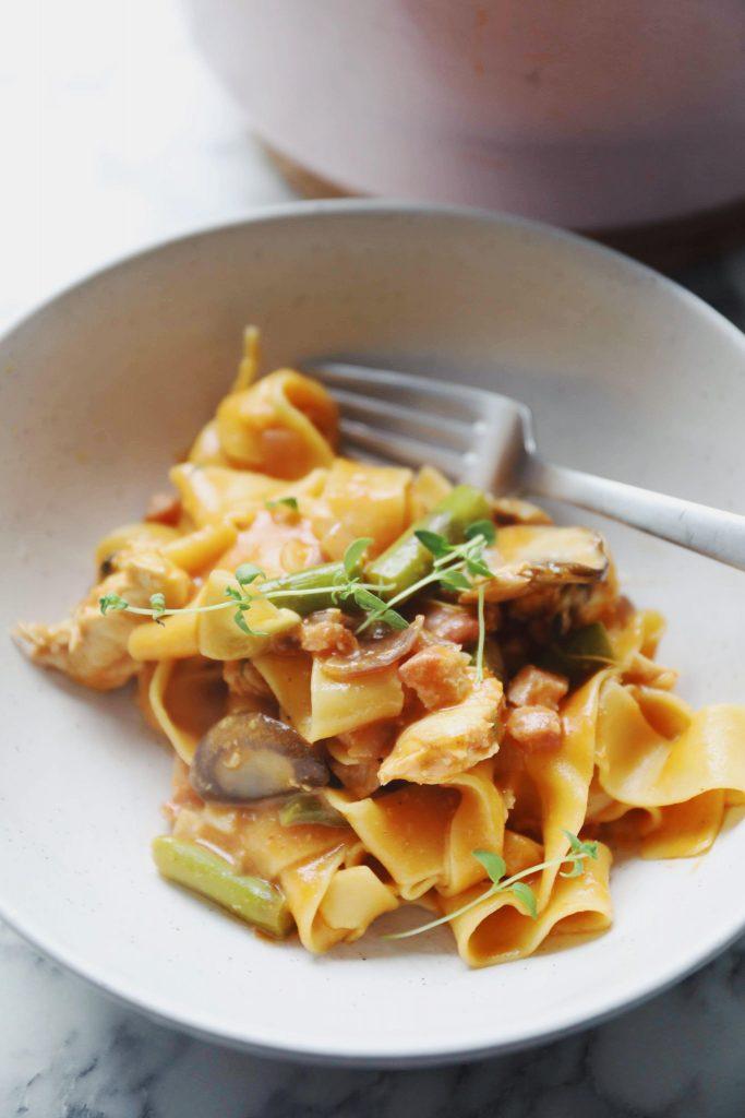One pot pasta med kylling og asparges