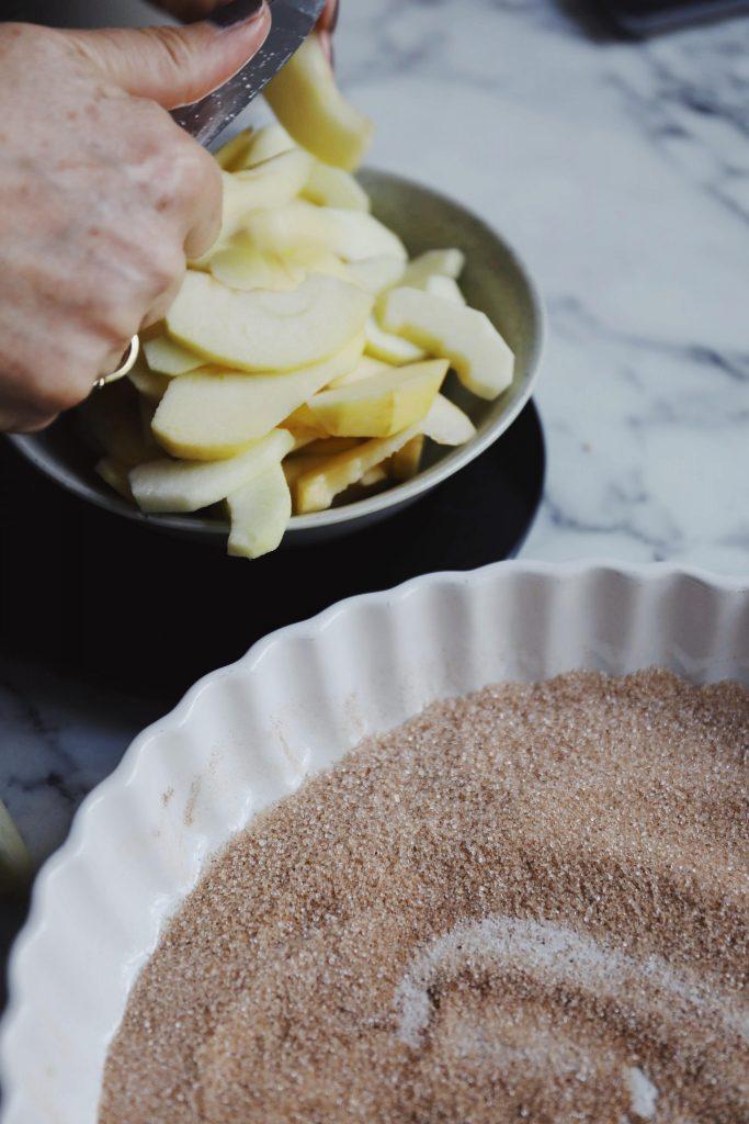 Sprød æbletærte med kanel
